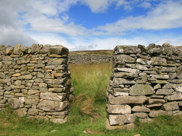 Entrance into a drystone sheepfold, with hills behind